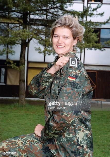 Hauptfeldwebel Susi Erdmann Beförderungzum Hauptfeldwebel München/NeubibergUniversität der Bundeswehr MünchenUniform Schulterklappen