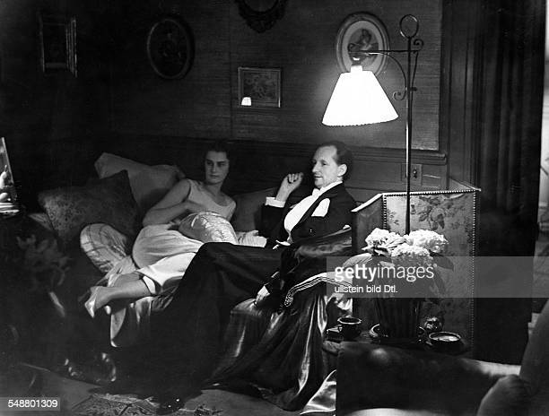 Hauptmann Benvenuto Jurist Germany * son of the writer Gerhart Hauptmann with Ms White after a reception in honor of Gerhart Hauptmann in the German...