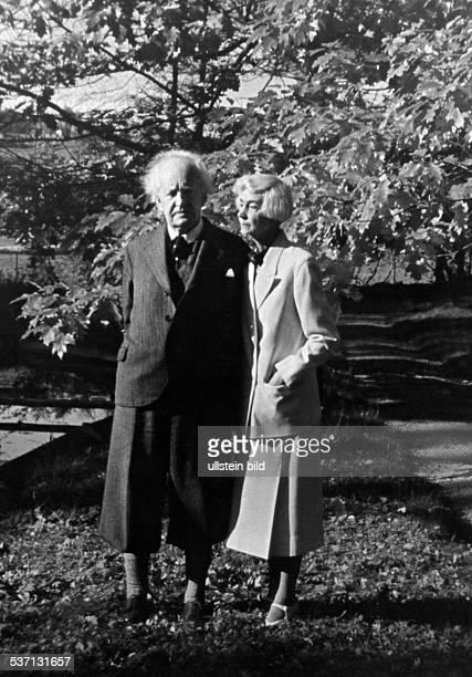 Hauptmann Gerhart Schriftsteller D mit Ehefrau Margarete in Wiesenstein 1944