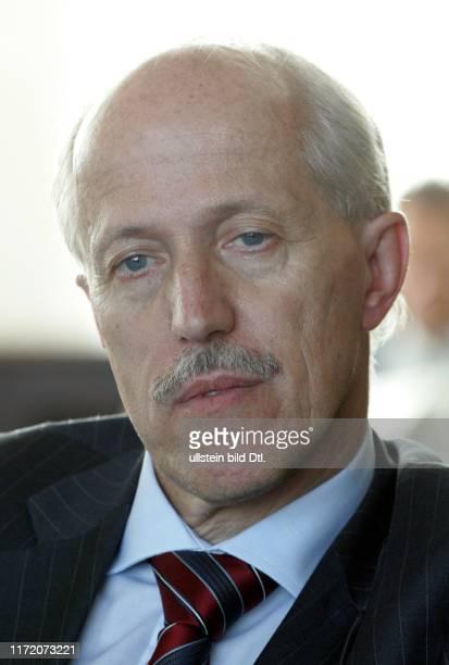 Hauptstadtforum Berliner Morgenpost - Europa auf dem Weg zur Schuldenfalle - gefährdet die Finanzkrise den Zusammenhalt Europas? Walther Otremba
