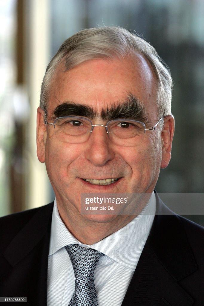 Hauptstadtforum Berliner Morgenpost - Europa auf dem Weg zur Schuldenfalle - gefährdet die Finanzkrise den Zusammenhalt Europas?    Dr. Theo Waigel : News Photo