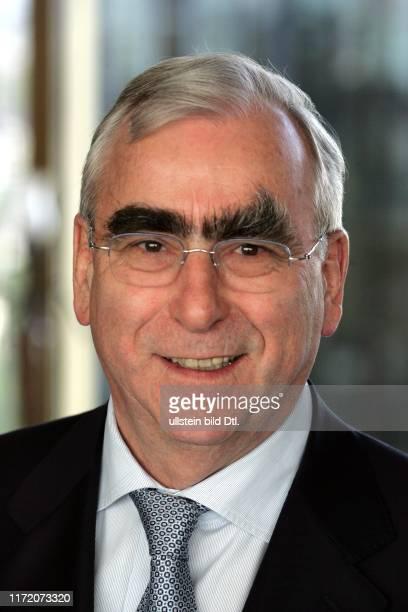 Hauptstadtforum Berliner Morgenpost Europa auf dem Weg zur Schuldenfalle gefährdet die Finanzkrise den Zusammenhalt Europas Dr Theo Waigel