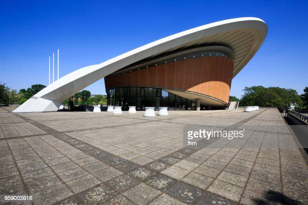 "haus der kulturen der welt (""schwangere auster"") - event location in tiergarten/ berlin - local landmark stock pictures, royalty-free photos & images"