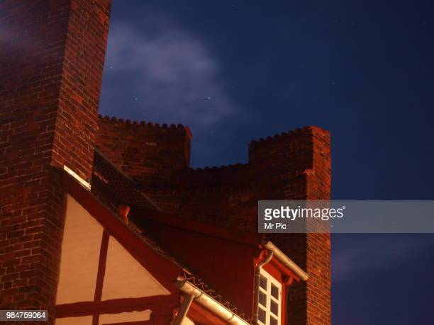 haus in stadt mauer - stadt stock pictures, royalty-free photos & images