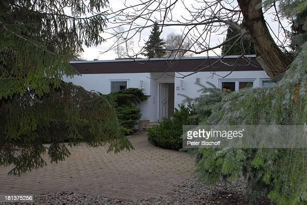 Haus von Claus Biederstaedt Ehefrau Dr Barbara Homestory kleines Dorf bei Fürstenfeldbrück Oberbayern Bayern Deutschland Europa Schauspieler CP