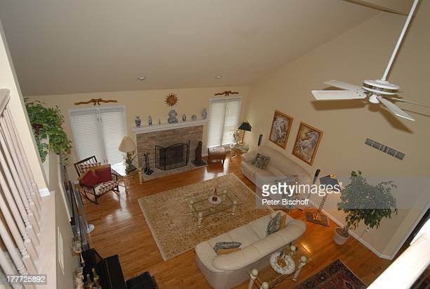 Haus von Ingrid KreuderCoryell und 2 Ehemann Ralph Coryell Homestory Harrison Township Michigan USA/Amerika Wohnzimmer Sofa Couch Kamin...