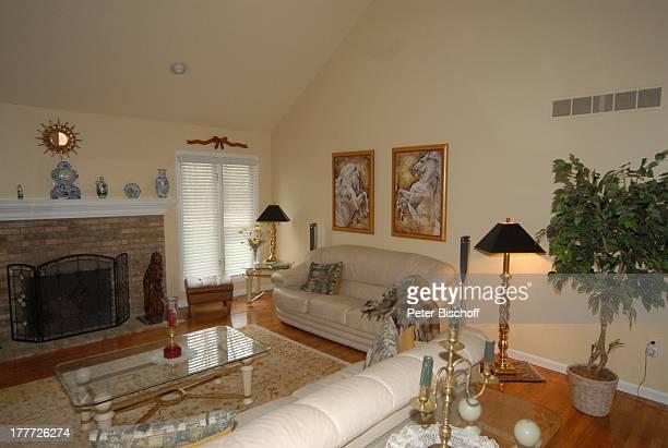 Haus von Ingrid KreuderCoryell und 2 Ehemann Ralph Coryell Homestory Harrison Township Michigan USA/Amerika Wohnzimmer Sofa Couch Kamin Blumen Kissen...