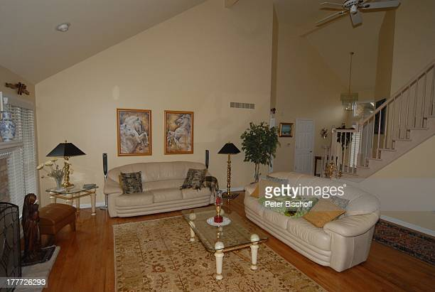 Haus von Ingrid KreuderCoryell und 2 Ehemann Ralph Coryell Homestory Harrison Township Michigan USA/Amerika Wohnzimmer Sofa Couch Blumen Kissen...