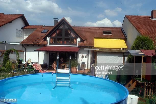 Haus von Jo Bolling Homestory Kleinstadt nahe Frankfurt am Main Schauspieler Pool SwimmingPool Promis Prominente Prominenter