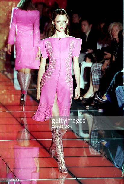 Haute Couture fall winter 1999 2000 Fashion show In Paris France On July 15 1999 Versace Audrey Marnay