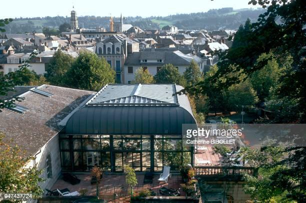 La Bigorre. Bagnères-de-Bigorre, du haut du lacet des thermes vue sur la ville, le palmarium et la terrasse des grands thermes. Hautes-Pyrénées: La...