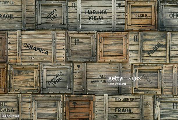 havana cargo - crate stock pictures, royalty-free photos & images