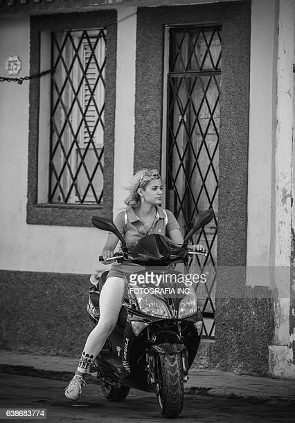 havana lady - women black and white motorcycle stock pictures, royalty-free photos & images