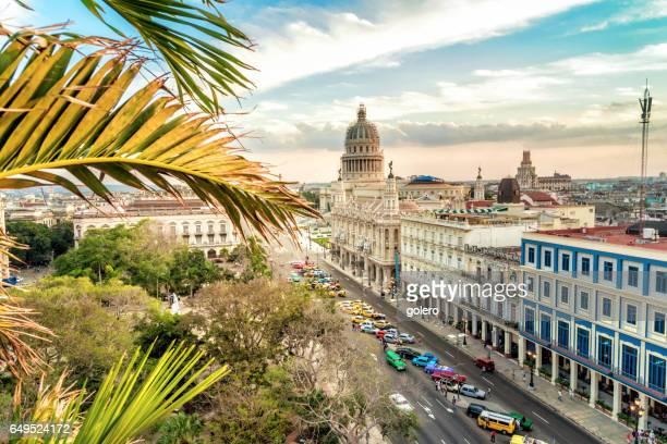 日没時間に国会議事堂が付いて havanna citscape - ハバナ ストックフォトと画像
