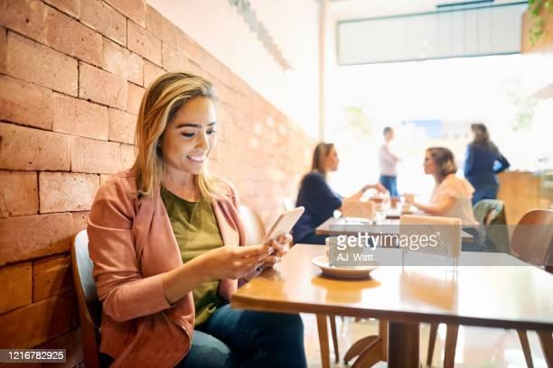 cheguei ao café e estou esperando por você! - postando - fotografias e filmes do acervo
