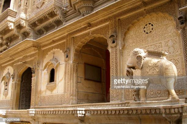 haveli, traditional townhouse or mansion with intricate ornate sandstone carvings, jaisalmer, rajasthan, india - argenberg stock pictures, royalty-free photos & images