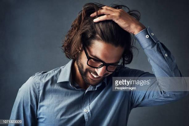 良い髪日を過ごしてください。 - 髪に手をやる ストックフォトと画像