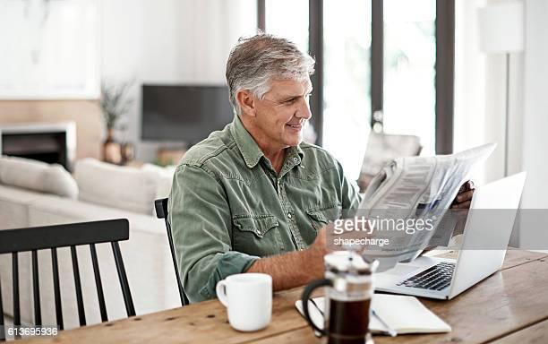 having a great start to his morning - solo un uomo maturo foto e immagini stock