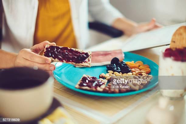 , frühstück - dörrpflaume stock-fotos und bilder