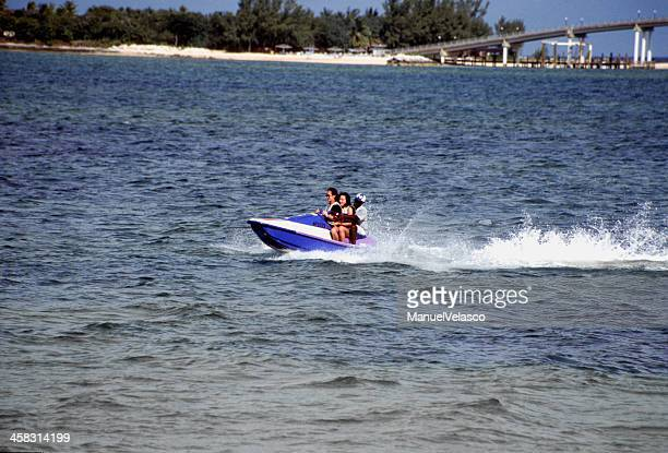 divirtiéndose en el mar - manuel velasco fotografías e imágenes de stock