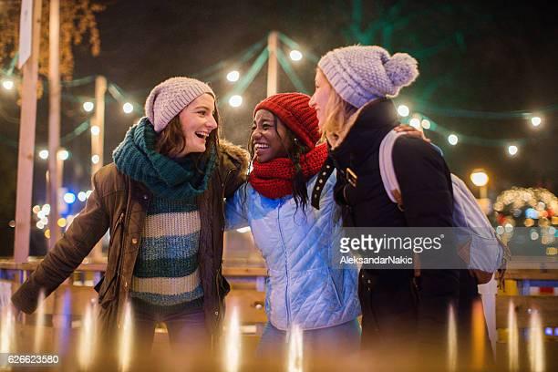 having fun on christmas market - patinar fotografías e imágenes de stock