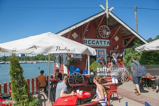Hat sich im berühmten Café regatta von helsinki