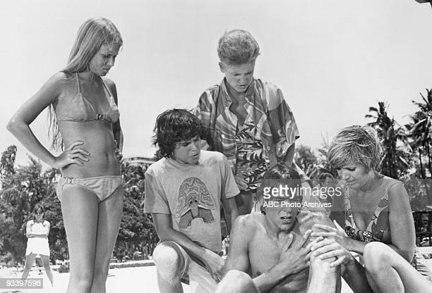 BUNCH Hawaii 9/22/72 Maureen McCormick Christopher Knight Ann B Davis Barry Williams Florence Henderson