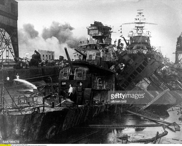 Attack on Pearl Harbor by the Imperial Japanese Navy on December 7 1941 Hardhit destroyers 'Downes' and 'Cassin' in Dock 1 of the Navy Yard Area at...