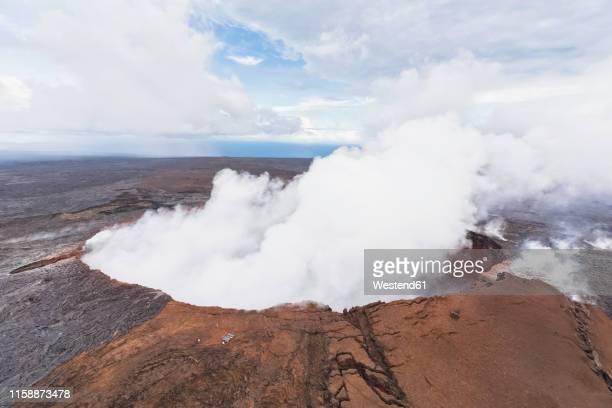 usa, hawaii, big island, aerial view of puu oo volcano - ハワイ火山国立公園 ストックフォトと画像