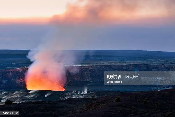 USA, Hawaii, Big Island, Volcanoes National Park, Kilauea caldera with volcanic eruption of Halemaumau