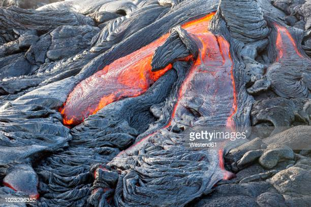 usa, hawaii, big island, volcanoes national park, lava flowing from pu'u o'o' volcano - volcanic activity stock pictures, royalty-free photos & images