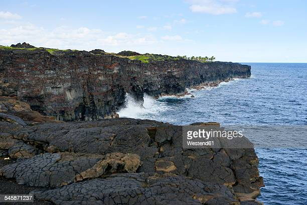 USA, Hawaii, Big Island, Volcanoes National Park, view to lava rock steep coast at end of Chain of Craters Road