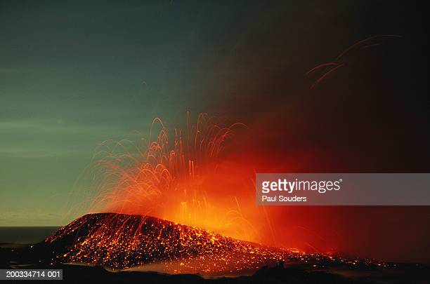 USA, Hawaii, Big Island, Volcanoes NP, Kilauea erupting, night