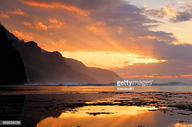 usa, hawaii, hanalei, sunset at kee beach and view to na pali coast - na pali coast stock pictures, royalty-free photos & images