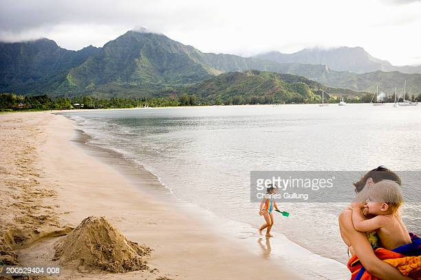 usa, hawaii, kauai, mother and two children (18 months-3) on beach - category:census-designated_places_in_honolulu_county,_hawaii stock pictures, royalty-free photos & images