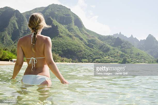 USA, Hawaii, Kauai, Tunnels Beach, Woman walking in sea