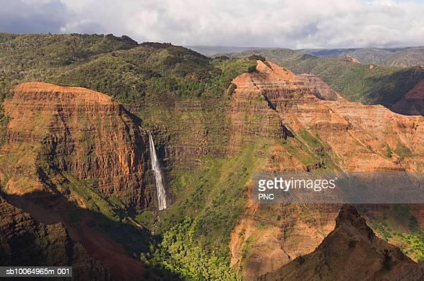 usa, hawaii, kauai, waimea canyon, waipo'o waterfall - waimea canyon stock pictures, royalty-free photos & images