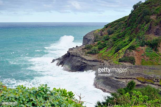 usa, hawaii, kilauea, surf at kilauea point national wildlife refuge - kīlauea volcano stock pictures, royalty-free photos & images