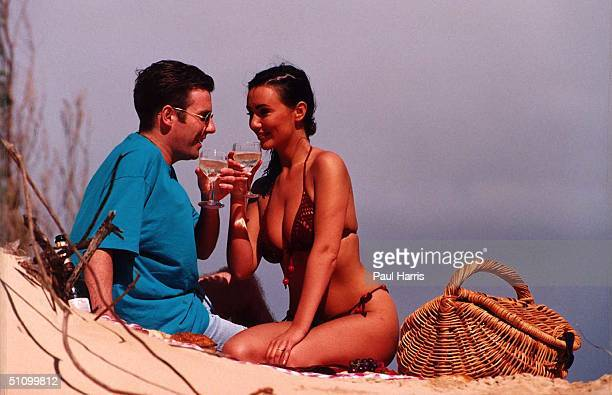 1994 Hawaii Maui Kannapali Beach Kathy Lloyd On Her Honneymoon With Her Husband Phil Ex Topless Sun Page 3 Girl