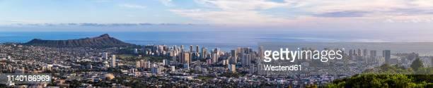 usa, hawaii oahu, puu ualakaa state park, view from tantalus lookout to honolulu and diamond head - honolulu foto e immagini stock