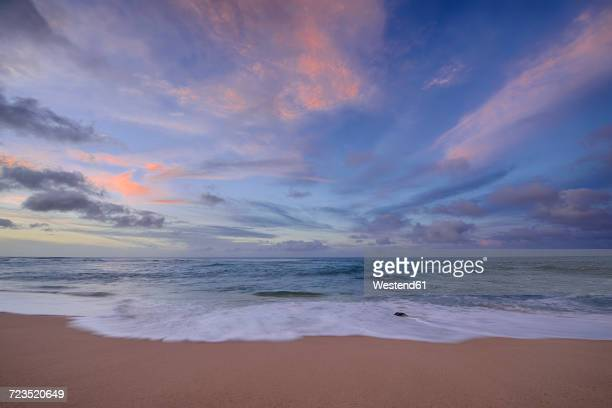 USA, Hawaii, Oahu, Sunset and surf at Sunset Beach