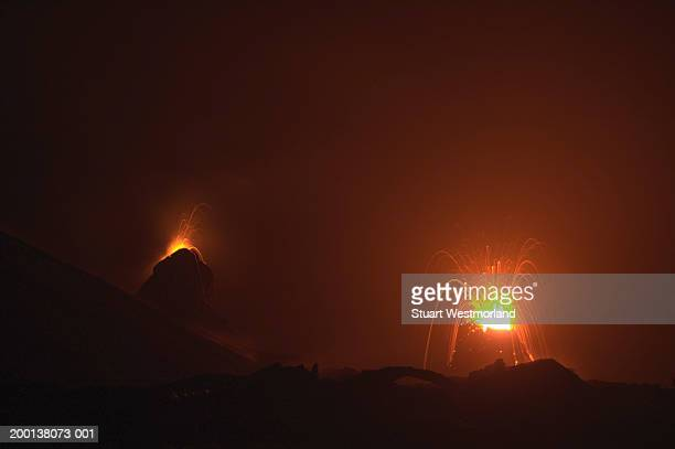 usa, hawaii, volcanoes national park, pu'u o'o vent at night - pu'u o'o vent stock pictures, royalty-free photos & images