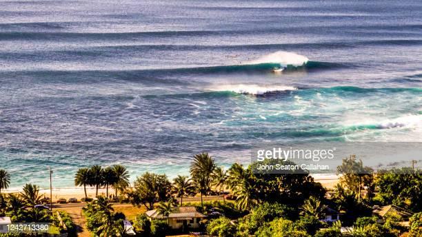 usa, hawaii, winter surfing at sunset beach - haleiwa - fotografias e filmes do acervo