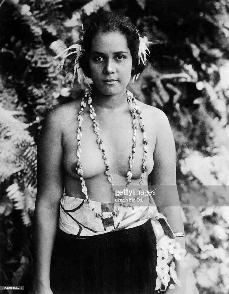 Young hawaiian woman with flowers in her hair photographer eduard hawaii young hawaiian woman with flowers in her hair photographer eduard schlochauer izmirmasajfo