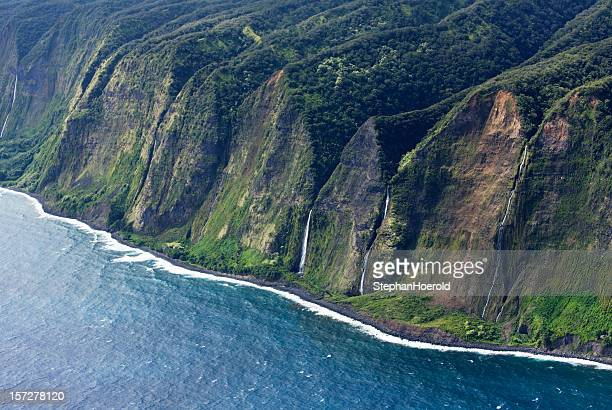 hawai`ian coastline - hawaiian waterfalls stock pictures, royalty-free photos & images