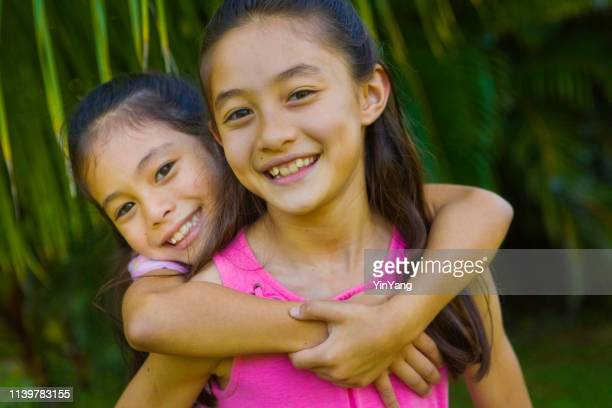 hawaiian family outdoor portrait with two preteen adolescent girls - pacific islander stock pictures, royalty-free photos & images