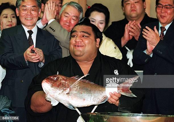 Hawaiian ozeki Musashimaru celebrates winning the tournament during day fifteen of the Grand Sumo Summer Tournament at Musashigawa Stable on May 23,...