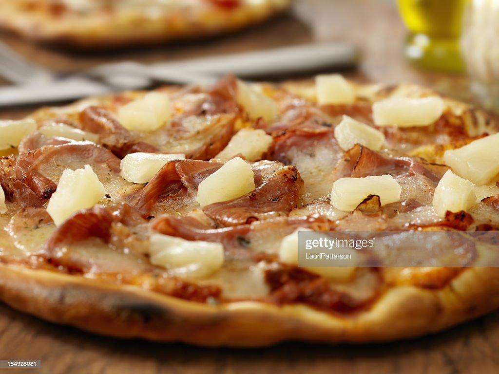 Hawaiian pizza : Stock Photo