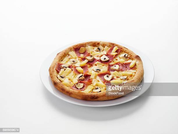 hawaiian pizza - hawaiian pizza stock pictures, royalty-free photos & images