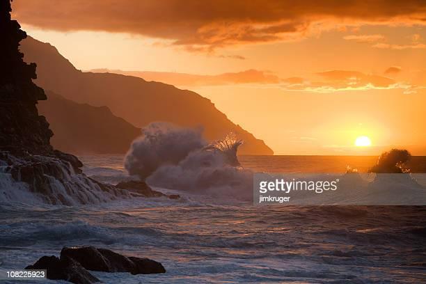hawaiian sunset at ke'e beach. - kauai stock pictures, royalty-free photos & images